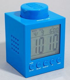 You feel that LEGO brick alarm clock is too big to fit your ? Then the smaller LEGO brick shaped alarm clock should be more suitable for you. Geek Gadgets, Gadgets And Gizmos, Lego Room, Lego Blocks, Great Christmas Gifts, Christmas Shopping, Geek Gifts, Digital Alarm Clock, Legos