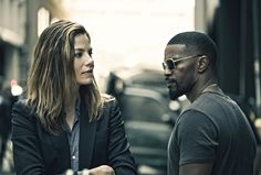 Jamie Foxx and Michelle Monaghan compare their face wounds while discussing a case in a new clip from Sleepless. Michelle Monaghan, New Trailers, Movie Trailers, Sleepless Movie, Mafia, New Movies Coming Soon, Las Vegas, Streaming Hd, Beginning Sounds