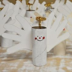 """craft for kids: toilet paper roll angels. Pre-paint the toilet paper rolls and this could be a """"paint free"""" craft! Preschool Christmas, Christmas Crafts For Kids, Christmas Activities, Christmas Projects, Kids Christmas, Holiday Crafts, Holiday Fun, Christmas Decorations, Christmas Angels"""