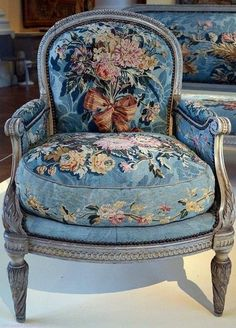 Lovely Shabby Chic Chair Design Ideas for Living Room - Furniture Shabby Chic Chairs, Shabby Chic Homes, Shabby Chic Furniture, Shabby Chic Decor, Cottage Furniture, Shabby Cottage, Furniture Vintage, Rustic Wood Furniture, Distressed Furniture