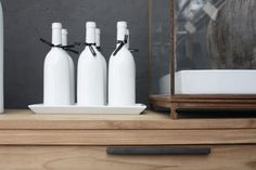 white ceramic bottles and pale wood for the contemporary kitchen - Sfeerbeelden » Meijer & Floor