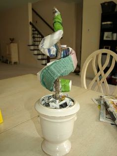 Less-Than-Perfect Life of Bliss: Spiral Topiary Outdoor Topiary, Boxwood Topiary, Topiary Trees, Diy Home Crafts, Diy Craft Projects, Flexible Wood, Spiral Tree, Dollar Tree Crafts, Front Yard Landscaping