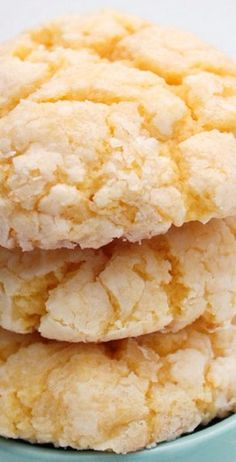 Gooey Butter Cake Cookies ~ These cookies stay super light and fluffy and have a sweet vanilla taste. Gooey Butter Cookies, Butter Cookies Recipe, Yummy Cookies, Cake Cookies, Cream Cookies, Yellow Cake Mix Cookies, Luau Cookies, Coconut Cookies, Cupcakes