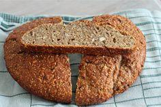 Eltefritt speltbrød med frø og nøtter | The Kitchn Queen Banana Bread, Queen, Baking, Desserts, Blog, Recipes, Postres, Patisserie, Show Queen