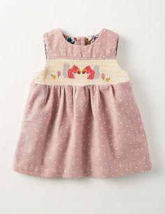 http://www.boden.fr/fr-fr/bébé-nouveautés/vêtements/73216-lpk/bébé-rose-ballet-à-pois-robe-chasuble-en-velours-côtelé-nostalgie