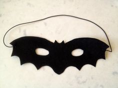 easy homemade bat mask, (this would be cute with the bat costume!)