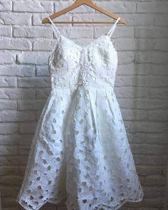 9e8ff73935 Krémové šaty Chi Chi London - Bazár Veronika - Morský Koník