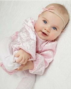 Very nice Baby Cute Little Baby, Baby Kind, Cute Baby Girl, Little Babies, Baby Love, Precious Children, Beautiful Children, Beautiful Babies, Cute Babies Photography