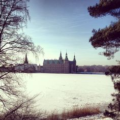 simplelifedk Spring seems to have arrived. #frederiksborg #castle #snow #ice #winter #spring #pretty #my #denmark #simplelife
