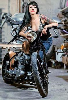 Erotismo y Motor Motorbike Girl, Bobber Motorcycle, Motorcycle Girls, Biker Chick, Biker Girl, Motard Sexy, Sublime Creature, Chicks On Bikes, Hot Bikes