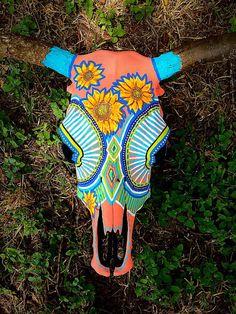 Cow Skull Decor, Cow Skull Art, Horse Skull, Bull Skulls, Deer Skulls, Painted Animal Skulls, Taxidermy Decor, Skull Crafts, Antler Art