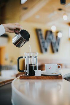 Zuerst: Kaffee. French Press, Bad, Coffee Maker, Kitchen Appliances, Coffee, Vacation, Diy Kitchen Appliances, Home Appliances, Drip Coffee Maker