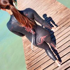 Triathlete 🇩🇪🌎 ---------------------------------------------------- Wo ist denn so schnell der Sommer… Diving Wetsuits, Scuba Wetsuit, Triathlon Wetsuit, Girl In Water, Scuba Girl, Womens Wetsuit, Bicycle Girl, Surf Girls, Plein Air