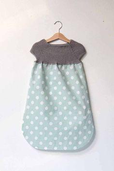 Návod jak ušít dětské šaty s háčkovaným raglánovým sedlem