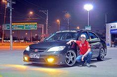 Honda Civic 2005 LX no comando de Ernani Del, integrante da Equipe DEL da cidade de São Paulo. Ele está com o carro há um ano e meio, comprado da mãe do se