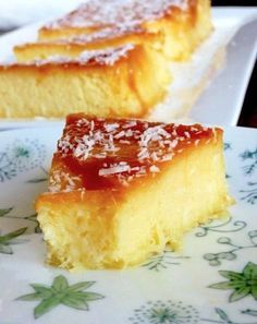 Gâteau crémeux ananas-- Caution the instructions are in French. Sweet Recipes, Cake Recipes, Dessert Recipes, Food Cakes, Cooking Chef, Cooking Recipes, Desserts With Biscuits, Bakery, Sweet Treats