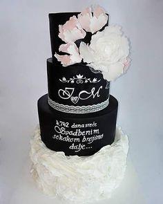 Wedding cake by Milica - http://cakesdecor.com/cakes/305498-wedding-cake