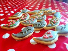Cookies with royal icing Recipe by Shandré Linde Royal Icing Cookies, Sugar Cookies Recipe, Yummy Cookies, Cookie Recipes, Icing Recipe, Filled Cookies, Cut Out Cookies, Cooking Cookies, Piping Icing