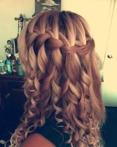 The French braid is very simple to do and also looks perfect for any kind of outfit. Thanks to these French braid hairstyles all eyes will be in your hair and you. Here are beautiful and unique french braid hairstyles. French Braid Hairstyles, Dance Hairstyles, Messy Hairstyles, Wedding Hairstyles, Hairstyles 2018, Updos Hairstyle, Hairstyle Ideas, Feathered Hairstyles, Teenage Hairstyles