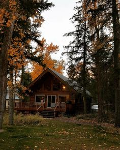 Mountain Cottage, Autumn Aesthetic, Cozy Cabin, Cabin Plans, Cabins In The Woods, Hello Autumn, House Goals, Humble Abode, Aesthetic Pictures