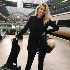 tash oakley in a chic all black outfit. black jeans, black t-shirt and black blazer with the perfect bags to match
