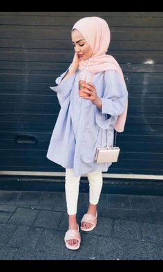 Cute Hijab School Outfits for Muslim Teen Girls Source by iqrapathan outfits school Modern Hijab Fashion, Street Hijab Fashion, Hijab Fashion Inspiration, Islamic Fashion, Muslim Fashion, Modest Fashion, Look Fashion, Classy Fashion, Party Fashion