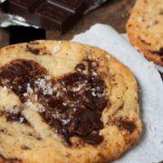 Gigantische Chocolate Chip Cookies mit Meersalz – unglaublich gut!