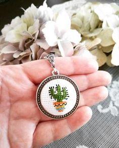 "69 Beğenme, 1 Yorum - Instagram'da Kanavice Ciciler ❤ (@myra_handmade): ""❤️ . . #etamin #kanaviçe #etaminkolye #kanaviçekolye #crossstitch #crossstitcher #crossstitchlove…"" Tiny Cross Stitch, Cross Stitch Bookmarks, Simple Cross Stitch, Cross Stitch Designs, Cross Stitch Patterns, Embroidery Jewelry, Hand Embroidery Patterns, Cross Stitching, Cross Stitch Embroidery"