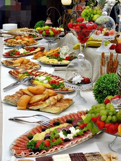 moj catering Antipasto, Appetizers For Party, Appetizer Recipes, Decoration Buffet, Party Food Buffet, Catering Food Displays, Charcuterie And Cheese Board, Snacks Saludables, Food Presentation