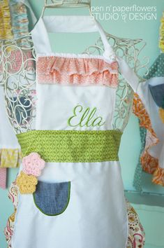 Darling handmade aprons for little girls - via Made by Morgan #aprons