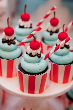 Home Improvement Loans Bad Credit Best Carnival Cupcakes Ideas On Circus Theme St Birthday Kids – Birthday Party Planner For You Gelato, Mini Cakes, Cupcake Cakes, Cup Cakes, Rose Cupcake, Cupcake Toppers, Carnival Cupcakes, Circus Theme Cupcakes, Carnival Decorations