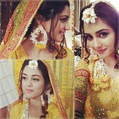 Pakistani Bride - Pakistani mehndi dress Check out more desings at… Pakistani Mehndi Dress, Pakistani Bridal Wear, Pakistani Wedding Dresses, Indian Bridal, Bridal Dresses, Mehndi Outfit, Mehndi Brides, Maya Ali, Haldi Ceremony