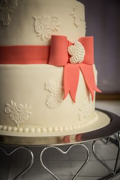 Ivory lace wedding cake with bow detail Lane Cake, Bow Cakes, Lace Wedding, Wedding Cakes, Ivory, Detail, Desserts, Food, Wedding Gown Cakes