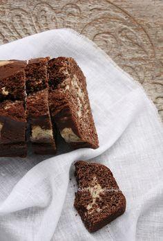 Cake variegato al cacao e vaniglia light senza uova, senza burro, senza olio, senza latte