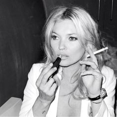 Kate Moss Fashion Icon Lipstick X Cigarette Rock n Roll Ella Moss, Pretty People, Beautiful People, Beautiful Women, Gorgeous Girl, Dead Gorgeous, Amazing People, Absolutely Gorgeous, Pretty Woman