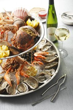Nadire Atas on Fish & Seafood Plateau de fruits de mer I Love Food, Good Food, Yummy Food, Seafood Recipes, Cooking Recipes, Cuisine Diverse, Seafood Platter, Food Platters, French Food