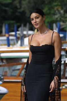 Monica Bellucci Hot Boobs 10 20080718 03