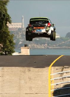 Top #viralvideo of the last week: Ken Block's awesome guide to Gymkhana driving and drifting! Hit the pic to see more...
