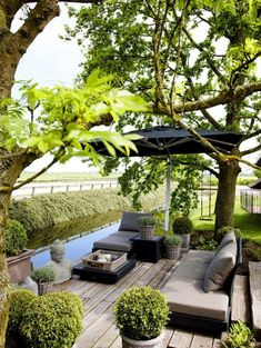 26 DIY Garden Privacy Ideas That Are Affordable & Incredible If you need privacy in your garden, the 26 DIY Garden Privacy Ideas here are worth looking at! Outdoor Areas, Outdoor Rooms, Outdoor Living, Outdoor Decor, Outdoor Furniture, Diy Garden, Dream Garden, Shade Garden, Herb Garden