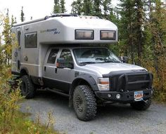 Super truck camper on trailer pop up Ideas Off Road Camping, Truck Camping, Pop Up Truck Campers, Camper Trailers, Motorhome, Chevy, Offroader, Bug Out Vehicle, Popup Camper