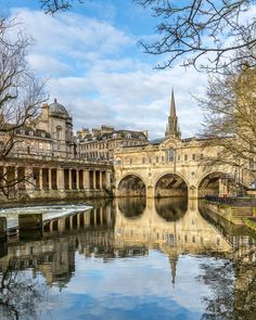 Blue skies over the iconic Pulteney Bridge in Bath, Somerset, England. #bath #somerset #england
