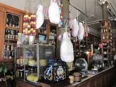 Interior del 'Bar de Cao', en el barrio de Balbanera, Buenos Aires, Argentina