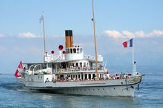 Steamer on Lac Leman de Savoie! Canton, Paddle Boat, Steamers, Sailing Ships, Happy Holidays, Switzerland, Istanbul, Boats, Coasters