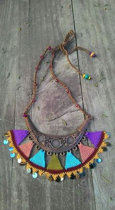 Neşe'nin gözdeleri Fabric Necklace, Crochet Necklace, Crochet Jewellery, Form Crochet, Crochet Patterns, Textiles, Crochet Classes, Crochet Accessories, Loom Beading