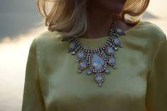 Eunice  Iridescent Swarovski crystal statement necklace  door Bayila