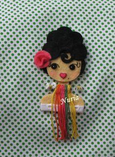 ♥ Fietro ♥ Felt Crafts, Paper Crafts, Felt Keychain, Barrettes, Felt Patterns, Brooches Handmade, Doll Head, Bracelet Tutorial, Felt Dolls