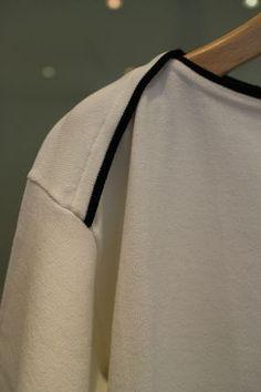 Max Mara Tシャツ・カットソー ★LALLA★SPORTMAX CODE白地に黒の縁取りがシャープなカットソー(2)