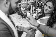 #beachwedding #bride #groom #beach #noivos #novios #aliancas #weddingrings #children #weddingphotojournalism #praiadepernambuco #fotojornalismocasamentosp #criancas #amor #sony #sonyimages #35mm #zeiss #brprofessionalphotographers