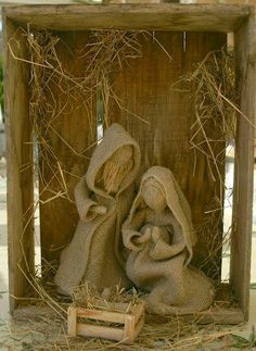 I love the simplicity of this burlap Nativity. No tutorial but maybe something you can figure out by the pics. Burlap Christmas, Primitive Christmas, Christmas Colors, Handmade Christmas, Christmas Fun, Christmas Ornaments, Burlap Crafts, Christmas Projects, Holiday Crafts