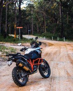 KTM Adventure 1190 R: a true superbike for the dirt (Photo: Gizmag/Loz Blain) Gs 1200 Adventure, Ktm Adventure, Super Adventure, Hummer, Predator Helmet, Us Forest Service, Enduro, Dual Sport, Ride Or Die